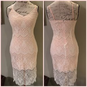 LACE OVERLAY SLEEVELESS FORM FITTING DRESS SMALL
